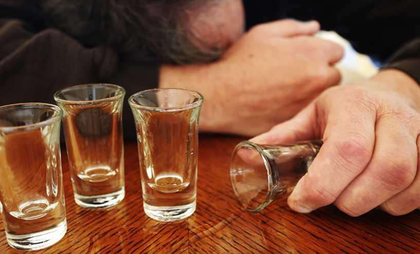 Como o abuso de álcool e o alcoolismo são diagnosticados?