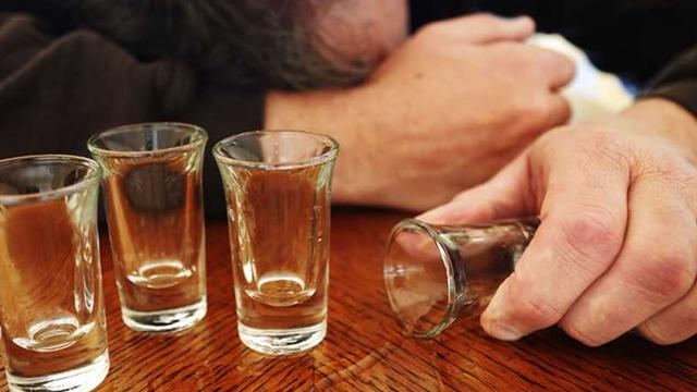 Como o abuso de álcool e o alcoolismo são diagnosticados