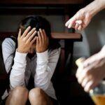 Como o uso de drogas e álcool pode enfraquecer o autocontrole? (Violência interpessoal e drogas ilícitas)