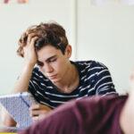 Depressão em estudantes universitários: Sintomas, causas e tratamento
